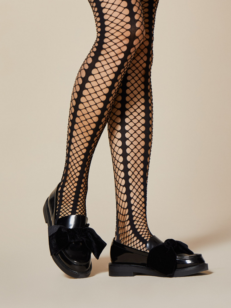 How to Wear Fishnets Elegantly: 11 Steps (with Pictures